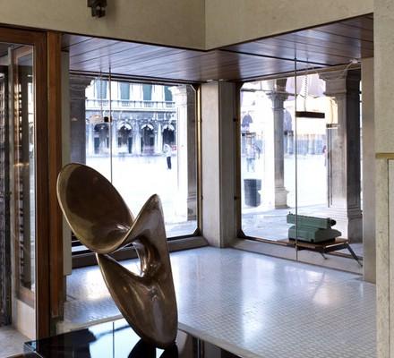 negozio-olivetti-nudo-al-sole_46152