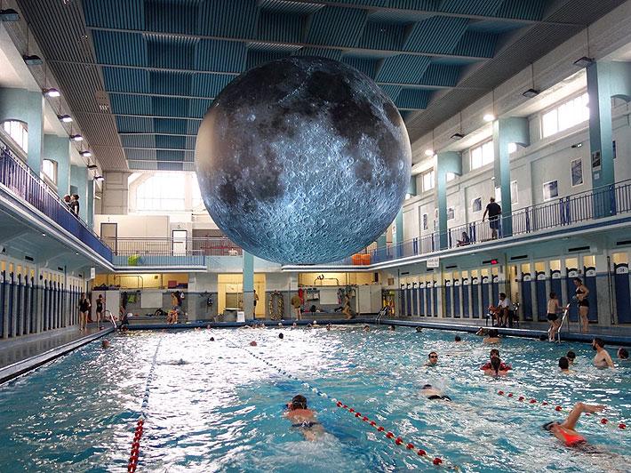 luna moon milano piscina cozzi luke jerram